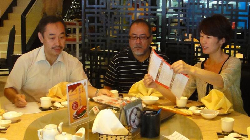 プノンペンにて、SVAの市川斉さん、山本英里さんと(2012年9月)-田中義幸公認会計士事務所